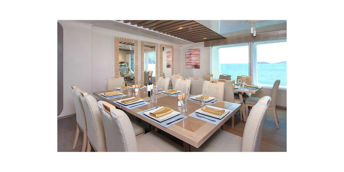 Xl 1200 endemic yacht panoramic dining area