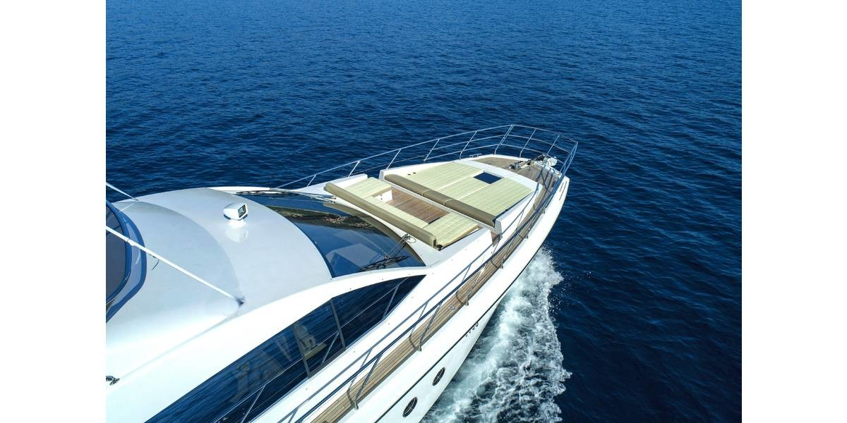 Xl 1200 azimut 66 tamara ii   bow   luxury crewed yacht charter on the adriatic sea by bomiship