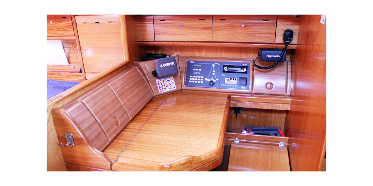 Xl 1200 sea perk bavaria 46 chart table