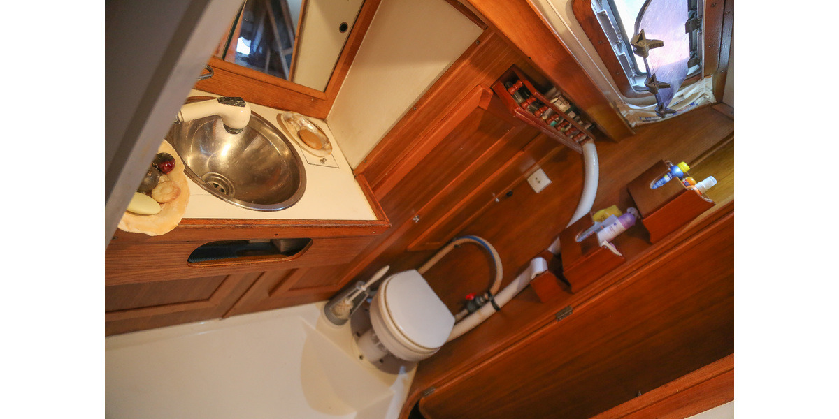 Xl 1200 sailing holidays 24