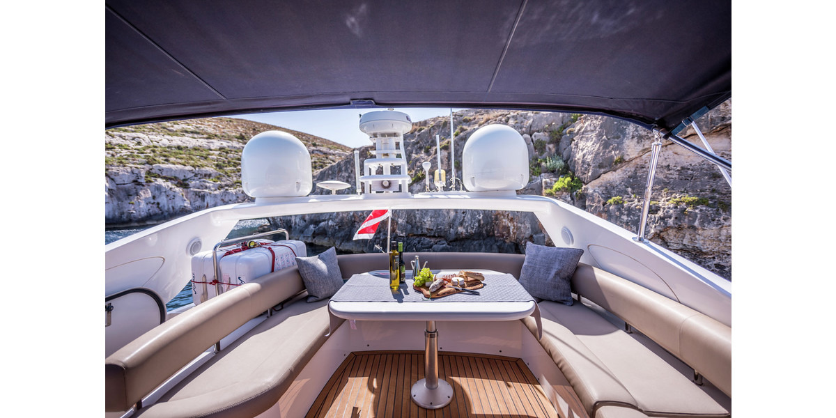 Xl 1200 mio amore deck flybridge seating area