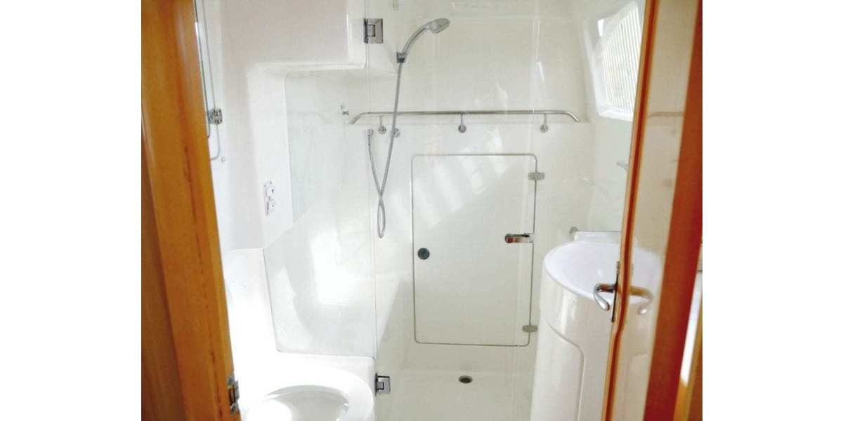 Xl 1200 yaminda main bathroom 1024x769