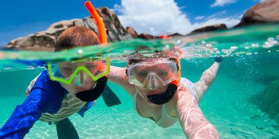 Sm 400 activity snorkelling kids in shallows 01 800x600