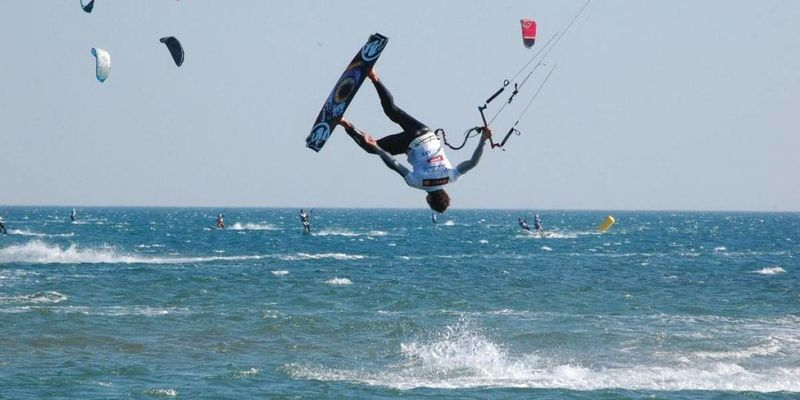 Md 800 kite surfing 1200x675 q70
