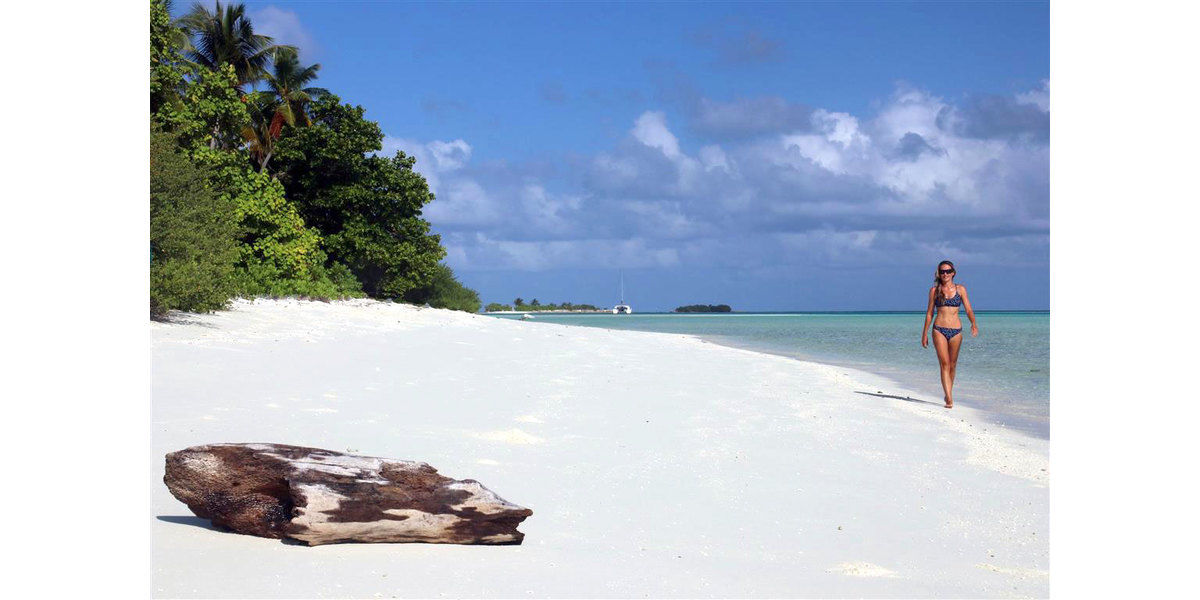 Xl 1200 dreamy white sand beach in the maldives all inclusive maldives holidays elysia yacht charters